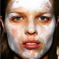 Tidak semua scrub bisa diaplikasikan pada kulit untuk menjaga kondisinya tetap kuat. (Foto: Instagram/ @intothegloss)