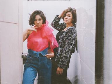 Sissy Priscillia dan Vanesha Prescilla adalah sosok artis kakak-adik yang terpaut usia cukup jauh yaitu 15 tahun. Meski begitu, keduanya punya wajah yang mirip banget bahkan sering dikira kembar. (Liputan6.com/IG/@sysiio)