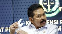 Jaksa Agung, S Burhanuddin saat rilis pemulangan terpidana kasus pembalakan liar dan perusakan alam, Adelin Lis di Gedung Penerangan Kejaksaan Agung, Jakarta, Sabtu (19/6/2021). Adelin Lis ditangkap di Singapura dan dipulangkan ke Indonesia setelah buron 13 tahun. (Liputan6.com/Helmi Fithriansyah)