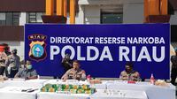 Kapolda Riau dalam konferensi pers pengungkapan narkoba Malaysia yang melibatkan narapidana di Lapas. (Liputan6.com/M Syukur)