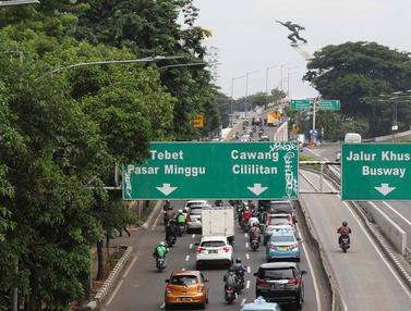 Plang Penunjuk Arah Lalin jadi Sasaran Aksi Vandalisme di Pancoran