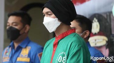 6 Potret Anji Pakai Baju Tahanan, Terancam Maksimal Hukuman 12 Tahun Penjara