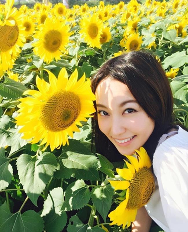 Yuko saat jalan-jalan di kebun bunga/copyright instagram.com/nakagawa.yuko