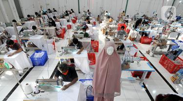 Melihat Kesibukan Pabrik Mukena di Depok
