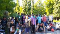 Foto: Pedagang pasar di Maumere, Kabupaten Sikka, NTT saat mendatangi kantor DPRD Sikka (Liputan6 Dion)