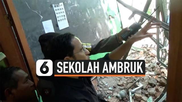 Mendikbud Nadiem Makarim meninjau SDN Gentong Pasuruan yang ambruk. Dalam peristiwa ini seorang guru dan murid meninggal dunia. Kemendikbud telah mengirim untuk menyelidiki kasus ini.