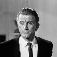 Aktor Hollywood Kirk Douglas di New York, Amerika Serikat, 9 Agustus 1962. Kirk Douglas tiga kali dinominasikan dalam Piala Oscar untuk film Champion (1949), The Bad and the Beautiful (1952) serta Lust for Life (1956). (AP Photo/DAB, File)