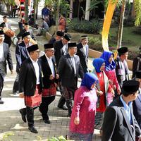 Kali ini, Bobby dan Kahiyang menggelar kembali pesta pernikahannya di Medan, Sumatera Utara. Serangkaian pesta adat pun juga digelar di kediaman Bobby yang dimulai hari ini, Jumat (24/11/2017). (Deki Prayoga/Bintang.com)