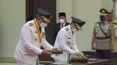 Benyamin Davnie dan Ichsan Saga dilantik menjadi Wali Kota dan Wakil Wali Kota Tangerang Selatan, Senin (26/4/2021)