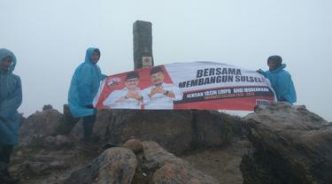 Kelompok Pemuda Berikan Dukungan ke Cagub Sulsel, Ichsan Yasin Limpo Lewat Puncak Gunung (Liputan6.com/ Eka Hakim)