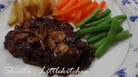 Sajian beef steak ini asli dari tanah Jawa. Rasanya sedap dan lebih kaya rempah.