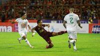 Striker PSM Makassar, Ferdinand Sinaga, saat menghadapi PSS Sleman di laga pekan pertama Liga 1 2020 pada 1 Maret 2020. (Bola.com/Abdi Satria)