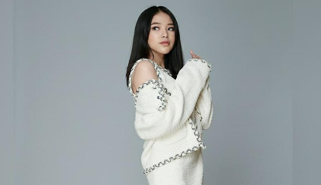 Anneth Delliecia sendiri terbilang aktif di media sosial. Wanita kelahiran 18 Desember 2005 ini juga sering mengunggah gaya penampilannya di akun Instagram. (Liputan6.com/IG/@anneth.dlc)