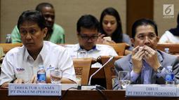 Dirut PT Indonesia Asahan Alumunium (Inalum) Budi Gunadi Sadikin (kiri) dan Dirut Freeport Tony Wenas saat menghadiri rapat kerja dengan Komisi VII DPR di Gedung Nusantara I, Jakarta (15/1). (Liputan6.com/JohanTallo)