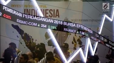 Layar indeks harga saham gabungan menunjukkan data di Bursa Efek Indonesia, Jakarta, Selasa (2/1). Perdagangan bursa saham 2018 dibuka pada level 6.366 poin, angka tersebut naik 11 poin. (Liputan6.com/Faizal Fanani)