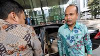 Menteri PPN/Kepala Bappenas, Andrinof Chaniago berjalan masuk ke gedung KPK, Jakarta, Kamis (4/12/2014). (Liputan6.com/Miftahul Hayat)