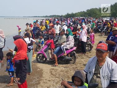 Saksikan Evakuasi Lion Air Jatuh, Warga Padati Pantai Pakis Jaya Karawang