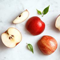 ilustrasi buah apel potong/copyright by virtu studio (Shutterstock)