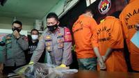 Anggota geng motor di Kota Bekasi yang terlibat tawuran diamankan Polsek Pondokgede. (Liputan6.com/Bam Sinulingga)