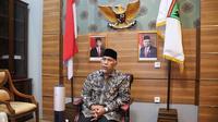Gubernur Sumbar berbincang dengan presiden melalui sambungan telepon. (Liputan6.com/ Humas Pemprov Sumbar)