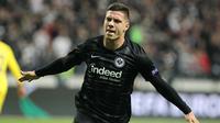 2. Luka Jovic - Tampil memukau bersama Eintracht Frankfurt membuat striker Serbia itu menjadi talenta paling dicari di Eropa. Pemuda berusia 21 tahun itu akan menjadi tambahan yang bagus bagi skuat Los Blancos di lini depan. (AFP/Daniel Roland)