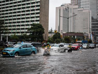 Hujan Sebentar, Bundaran HI Tergenang Air