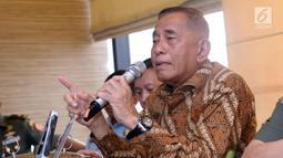 Menteri Pertahanan, Ryamizard Ryacudu saat memberi keterangan di Jakarta, Senin (14/5). Pihak Kemenhan telah menyiapkan dua strategi menanggapi gugatan Avanti Communications, yakni melalui jalur nonlitigasi dan litigasi. (Liputan6.com/Helmi Fithriansyah)