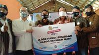 Bapak Imam Sudjarwo Selaku Ketua Umum YPP Menyerahkan Langsung Bantuan Berupa 2.000 Paket Sembako dan 14.000 Masker Kain Kepada Paguyuban Jawa Tengah yang berada di Jakarta