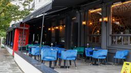 Foto pada 13 Oktober 2020 menunjukkan sebuah restoran yang kosong di London, Inggris. Lonjakan tingkat pengangguran Inggris disebabkan oleh pasar tenaga kerja negara tersebut yang terus terpukul secara signifikan akibat dampak pandemi COVID-19. (Xinhua/Han Yan)
