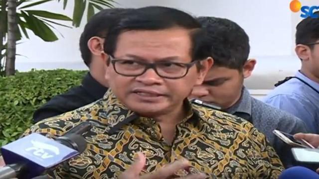 Sekretaris Kabinet Pramono Anung menilai seluruh keputusan pemerintah selalu terjadi pro dan kontra, kritik dan  mengkritik.