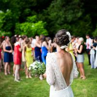 Jangan bingung lagi, kamu bisa melangkah dengan penuh percaya diri ke pesta pernikahan mantan. (Foto: pexels)
