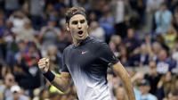 Ekspresi Roger Federer pada pertandingan melawan Feliciano Lopez di AS Terbuka 2017, Sabtu (2/9/2017) malam waktu setempat. (AP Photo/Seth Wenig)