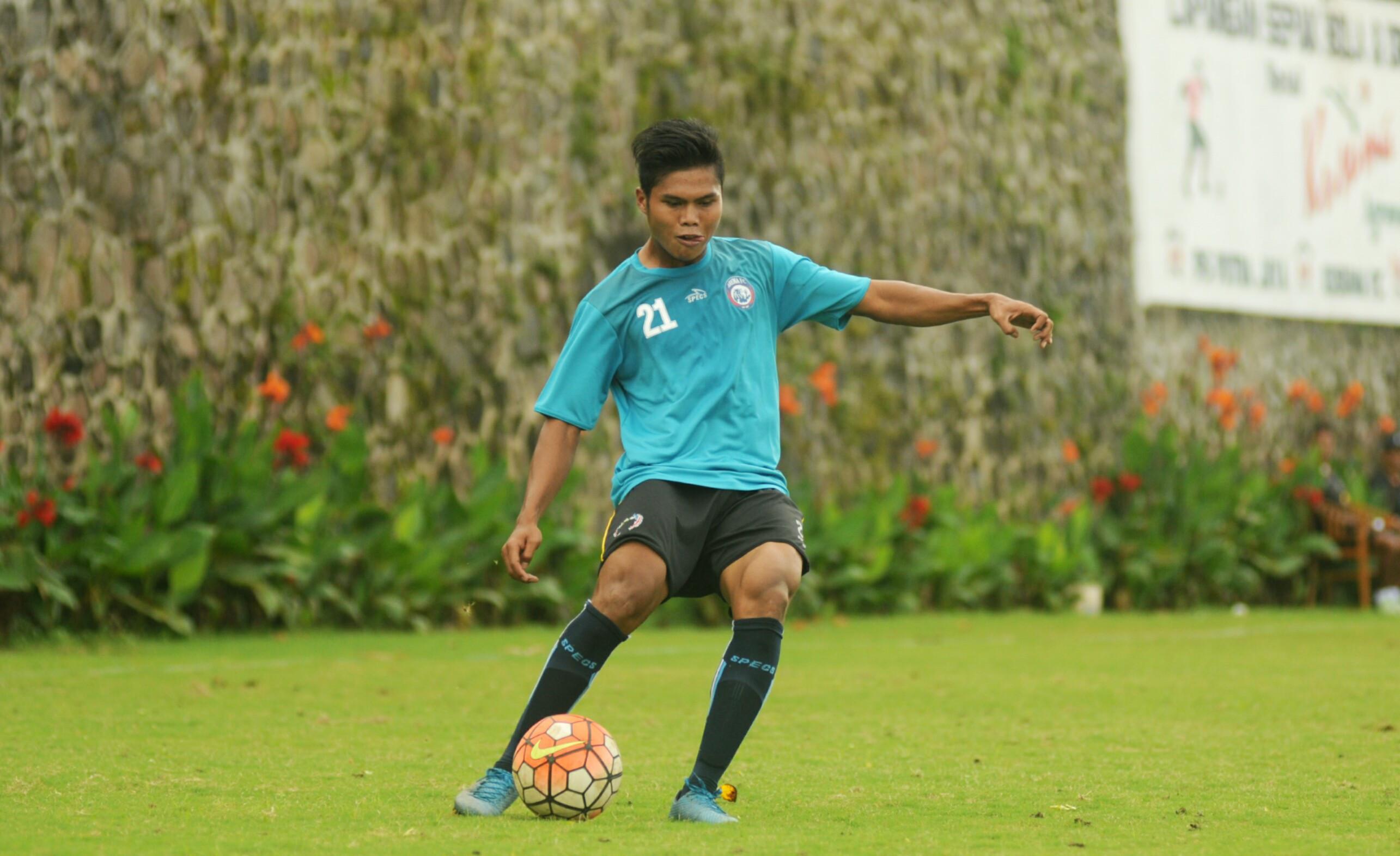 Kehadiran Andrianto di lini depan Arema FC membuat pelatih Aji Santoso memiliki banyak pilihan untuk Liga 1 2017. (Bola.com/Iwan Setiawan)