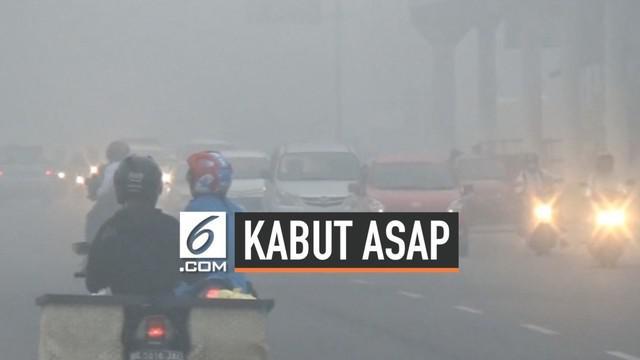 Warga Palembang kembali harus bertahan dengan kondisi kabut asap yang menyelimuti kotanya akibat masih adanya hutan yang terbakar di sekitar Sumtera Selatan.
