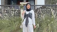 Wellina Tampil Menawan dengan Blouse Nuansa Mokorom (dok. Instagram @wellisnaa / https://www.instagram.com/p/CODN-Omruug/?igshid=205gb42eprbj / Dinda Rizky)