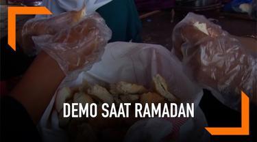 Para pengunjuk rasa di Sudan bersiap untuk bulan suci Ramadan. Sebuah organisasi menyediakan makanan bagi mereka para pengunjuk rasa setiap sahur selama 30 hari.