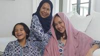 Bunga Citra Lestari bersama dengan ibunda Ashraf