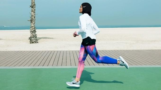 lihat Brand Nike Rilis Pakaian Olahraga Lengkap Untuk Wanita Berhijab