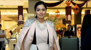 Aktris cantik Titi Kamal saat ditemui di kawasan SCBD, Jakarta Selatan, Rabu (1/7/2015). (Liputan6.com/Faisal R Syam)