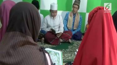 Seorang guru ngaji rela mengajar anak-anak tanpa biaya hingga menjadi hafiz Alquran.