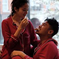 Potret kebahagiaan tengah dirasakan oleh Putri Marino. Pasangan yang resmi dipersunting Chicco Jerikho tahun ini itu tengah menanti kehadiran buah cintanya. (Instagram/chicco.jerikho)