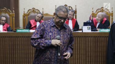 Terdakwa dugaan suap proyek PLTU Riau-1 yang juga mantan Dirut PLN, Sofyan Basir saat menjalani sidang lanjutan di Pengadilan Tipikor, Jakarta, Senin (23/9/2019). Sidang mendengar keterangan terdakwa. (Liputan6.com/Helmi Fithriansyah)