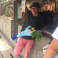 Cowok ini nembak cewek pakai karangan pisang dan sayuran. (Sumber Foto: viral4real)