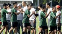 Pemain Timnas Indonesia U-22, Osvaldo Haay, saat latihan di Lapangan ABC, Senayan, Jakarta, Jumat (11/1). Pemain muda terbaik Liga 1 2018 itu baru bergabung pada hari kelima pemusatan latihan skuat Garuda Muda. (Bola.com/M Iqbal Ichsan)