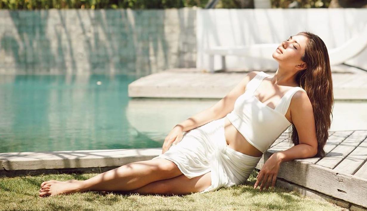 Ketika berbagai destinasi wisata di Bali sudah di buka kembali, Jessica Mila bersama dua rekan artisnya yakni Michelle Joan dan Pamela Bowie. Meski sedang menikmati momen santai, namun wanita berusia 28 tahun ini tetap tampil stylish. (Liputan6.com/IG/jscmila)