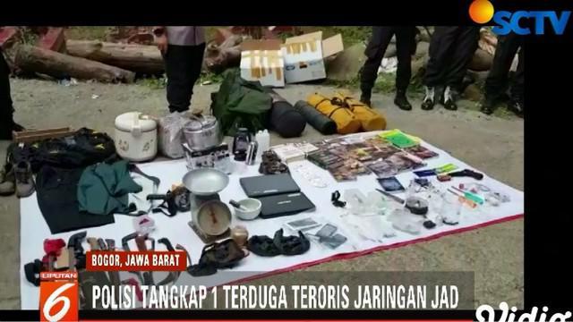Disposal bom dilakukan di lahan kosong dekat Stadion Pakansari, Cibinong.
