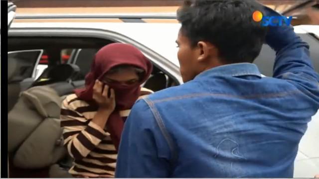 Kasus pernikahan sesama jenis antara Muhammad Fadholi  dan Ayu Pujiastuti, warga Kecamatan Ajung terungkap atas kecurigaan keluarga Fadholi.