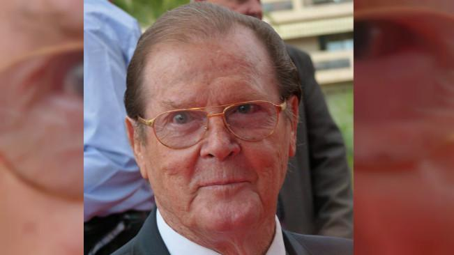 Roger Moore – Dorothy Squires. (Sumber Wikimedia/Frantogian via Creative Commons)