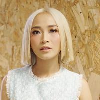 Penampilan baru Rini Wulandari (Sumber: Instagram/@rinni_w)