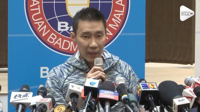 Lee  Chong Wei  gelar jumpa pers untuk mengumumkan kelangsungan karir bulutangkisnya setelah sembuh dari kanker hidung. Ia ingin terus bermain dan mengincar medali emas Olimpiade 2020.